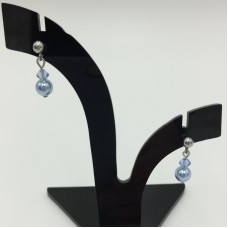 Pearl earrings - March